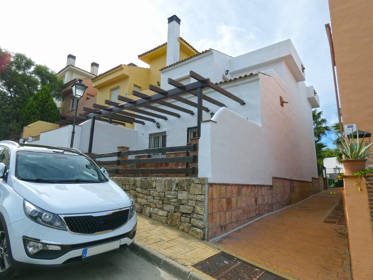 A spacious 3-bedroom, 3-bathroom townhouse situated on the Alhaurin Golf Development. The property h, Spain