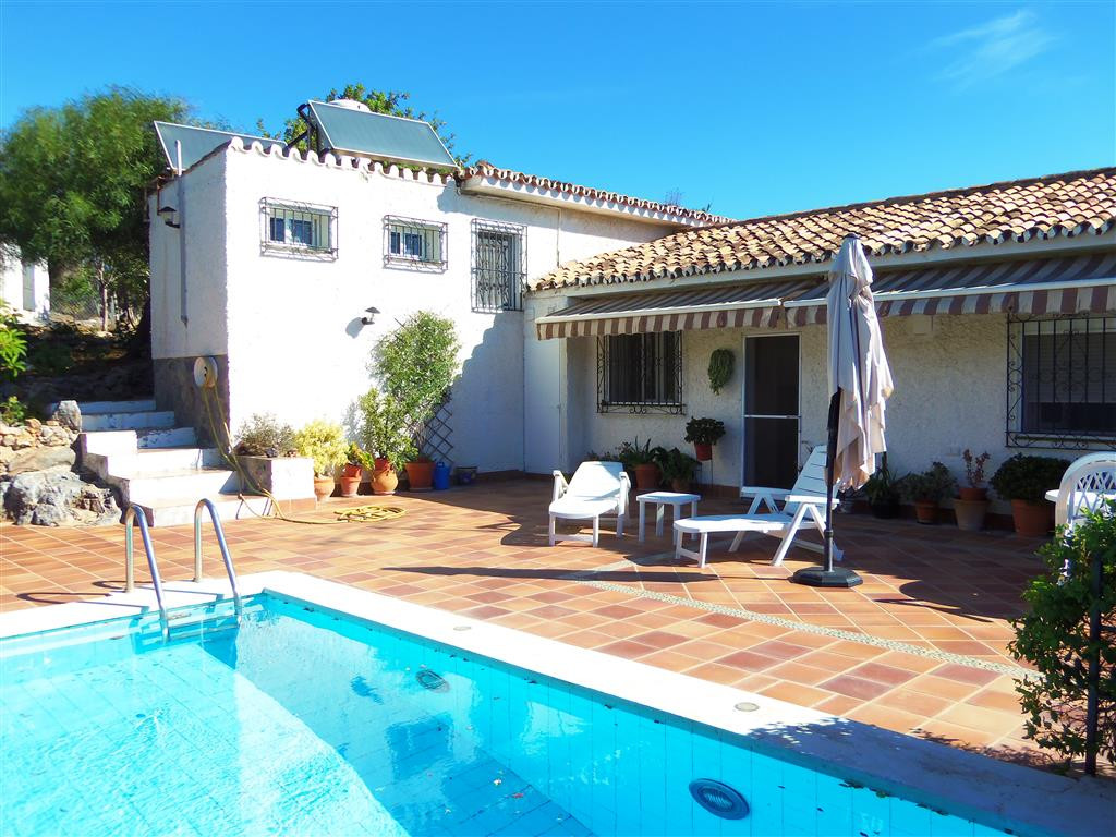 A fantastic old finca that has been completely renovated, with a 13.000m² plot and amazing sea views, Spain
