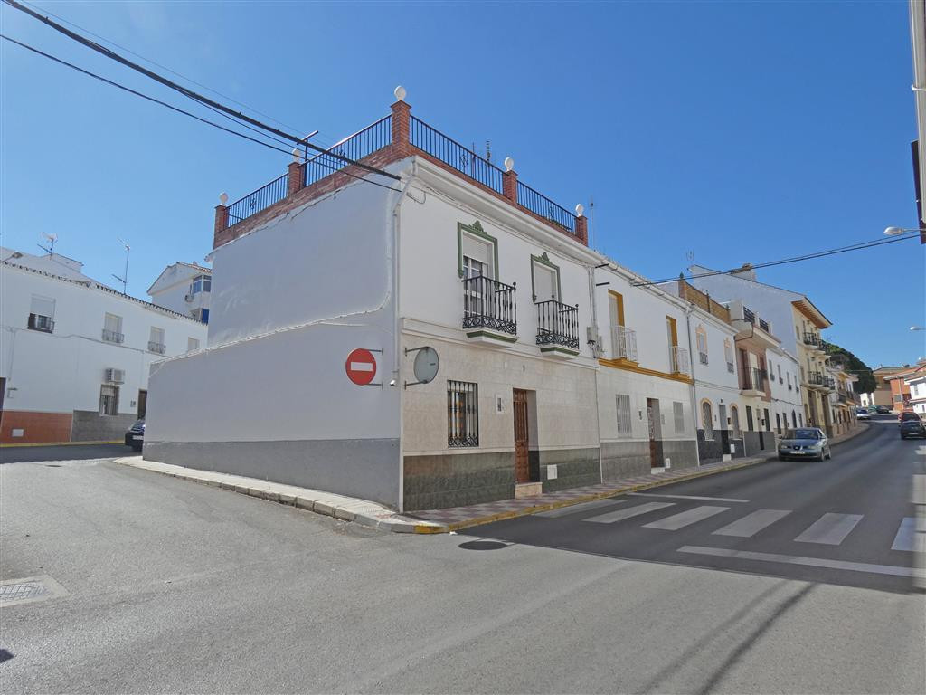 Old corner townhouse only a few steps from the centre of town, shops and amenities, in perfect condi, Spain