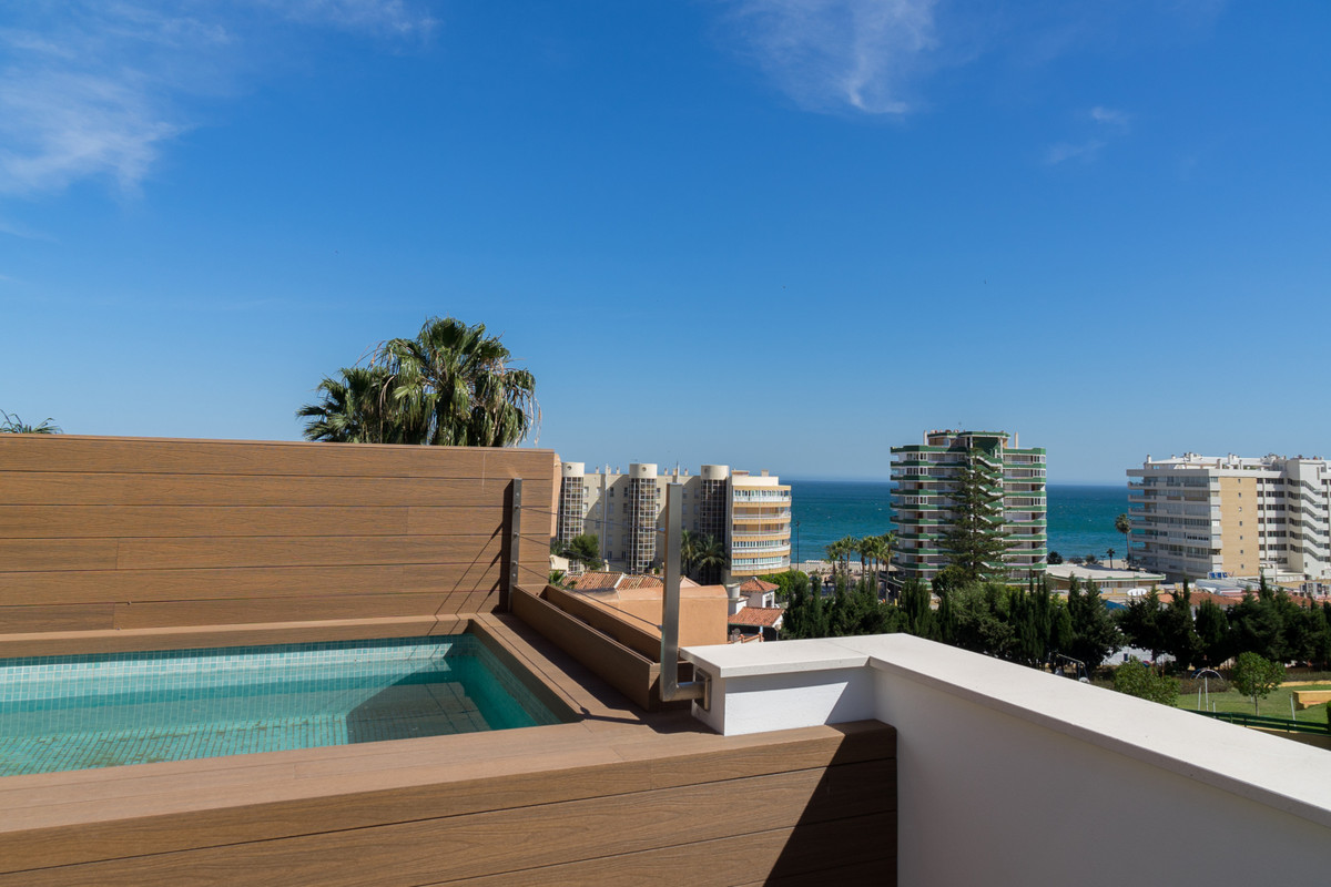 New construction project for a semi-detached house within walking distance to the beach and train st,Spain