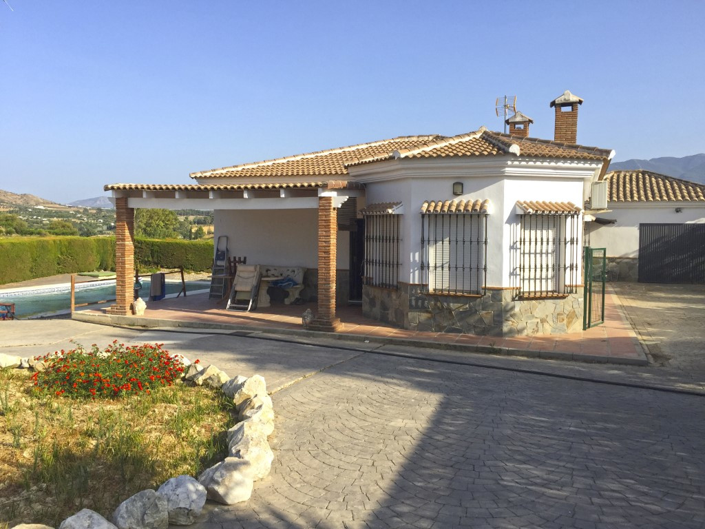 This pretty country home is situated in the stunning countryside of the Guadalhorce Valley close to , Spain