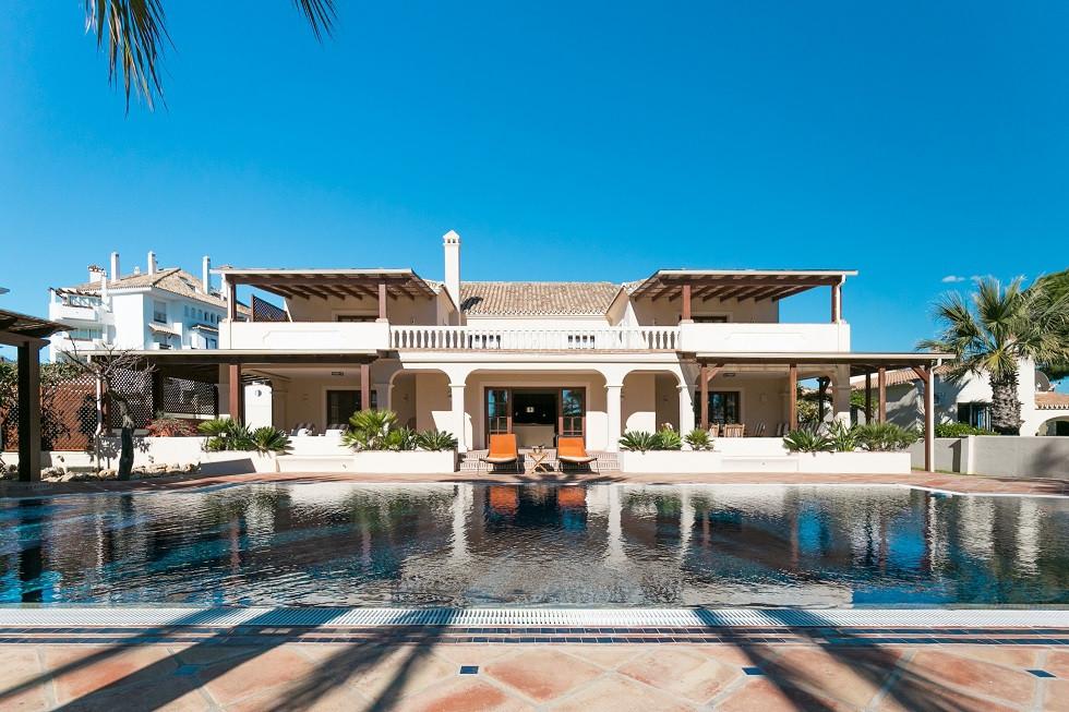 Villa for Sale in El Rosario, Costa del Sol