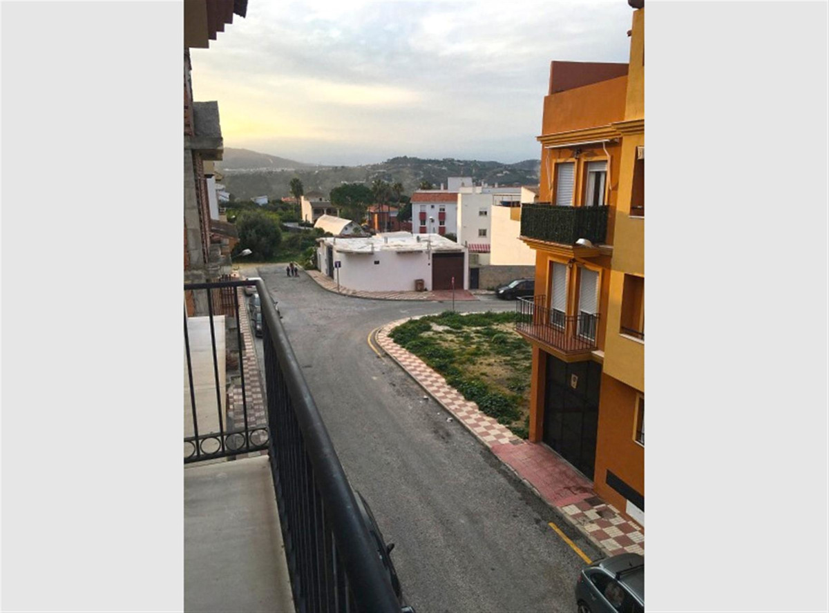Bank Repossession with 100% financing available! Apartment with lift in Alhaurin el Grande.  The pro,Spain