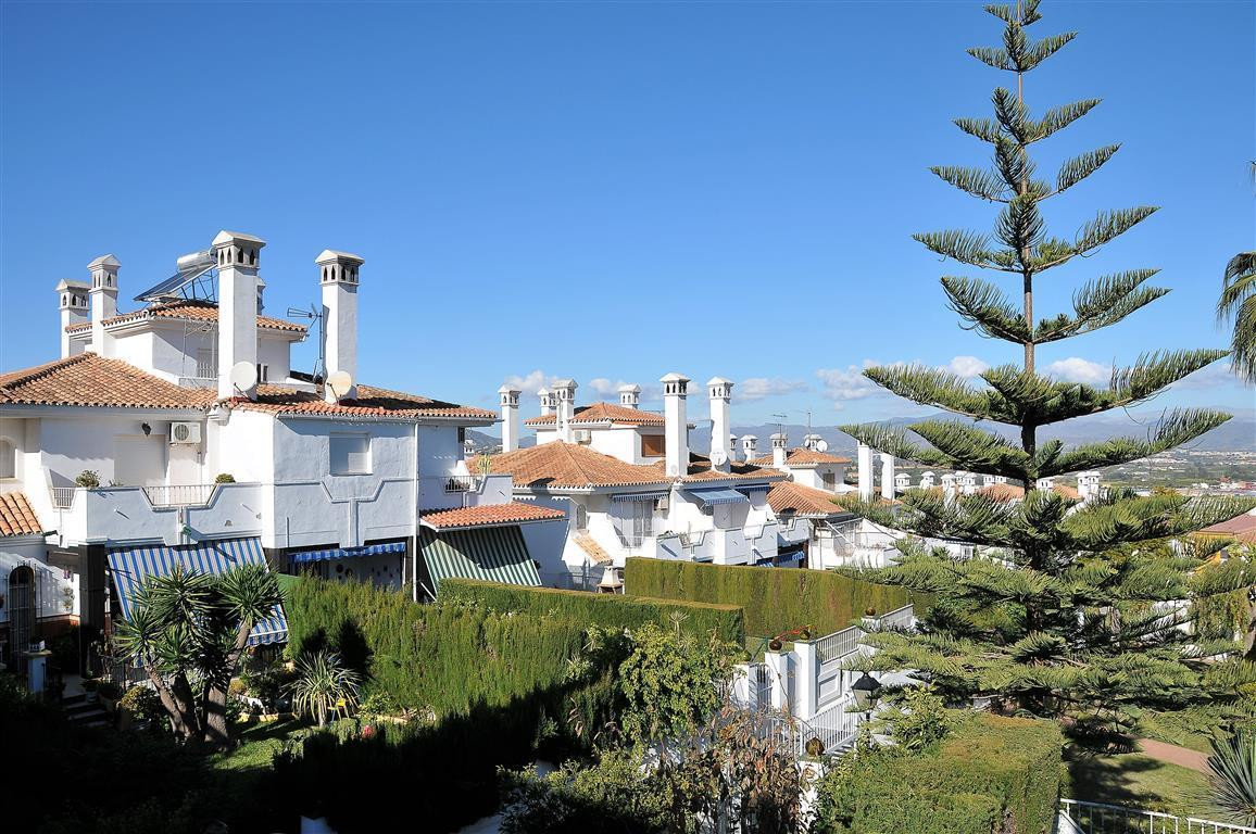 Cosy townhouse set in fantastic location, in a small urbanisation of 26 houses, close to schools and,Spain