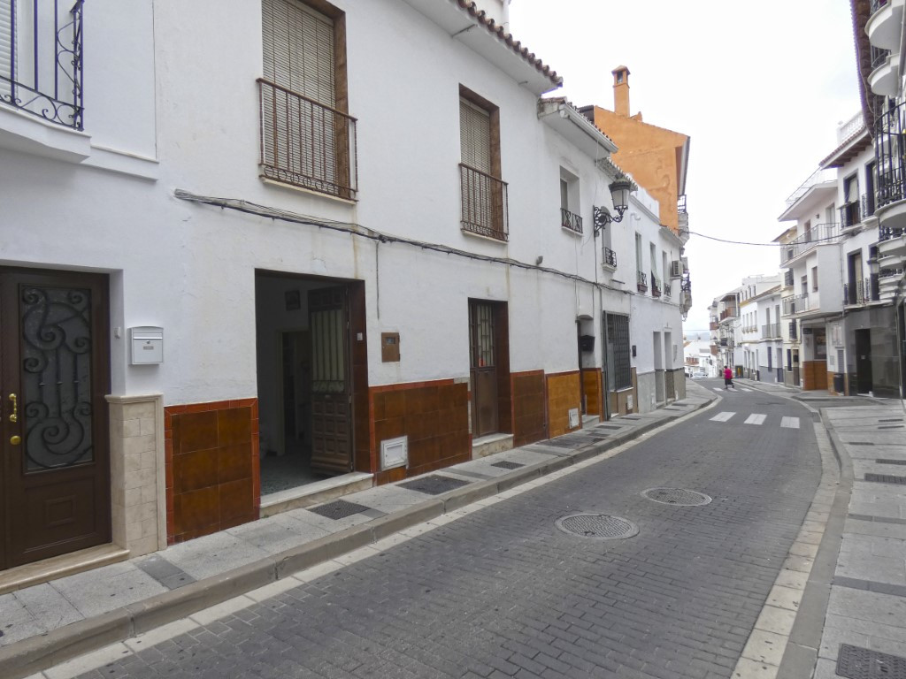 Large townhouse in need of a complete reform in the centre of Alhaurin el Grande. It is a very spaci, Spain