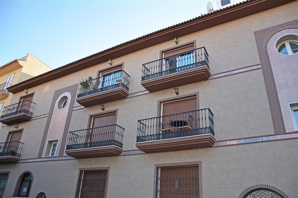 Centrally located within walking distances of all amenities in Alhaurin el Grande, this is a 3 bedro, Spain