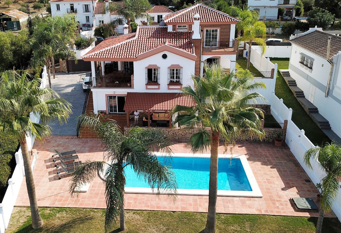 This is a truly spectacular villa with stunning views located within walking distance of the lively ,Spain