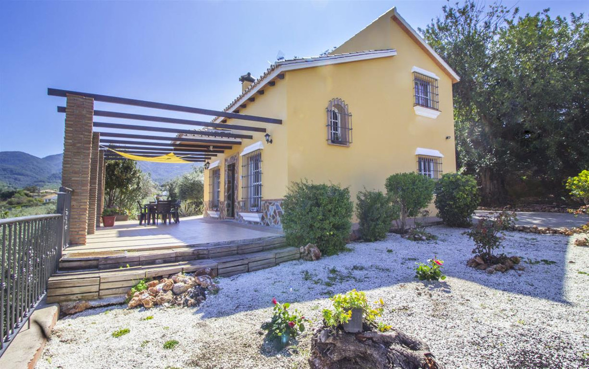 Beautiful and bright country home with panoramic views of the mountains and the sea (on clear days y, Spain