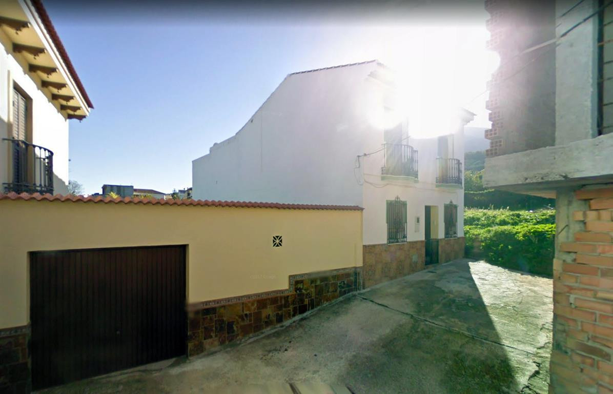 Urban plot of land in the town centre. It would be ideal for a townhouse with a patio or a small gar,Spain