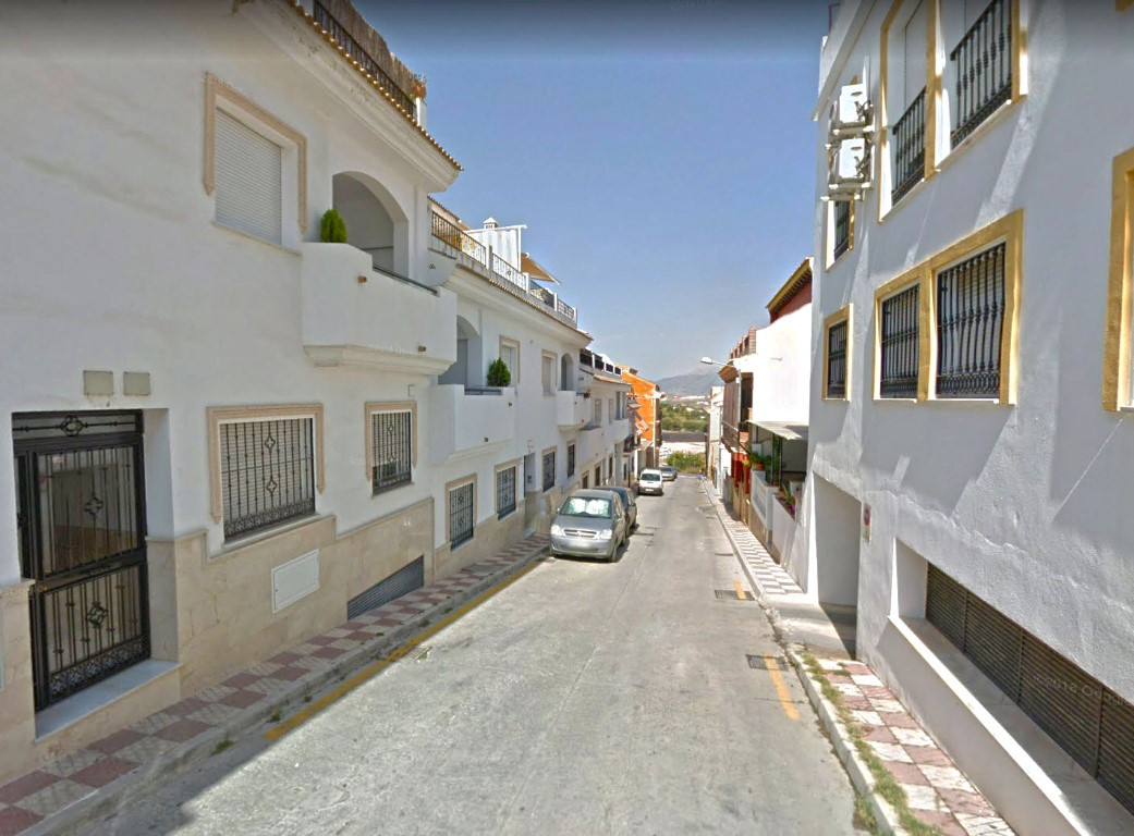 Ground floor apartment in a building with just 6 neighbours. The property has a living-dining room, ,Spain