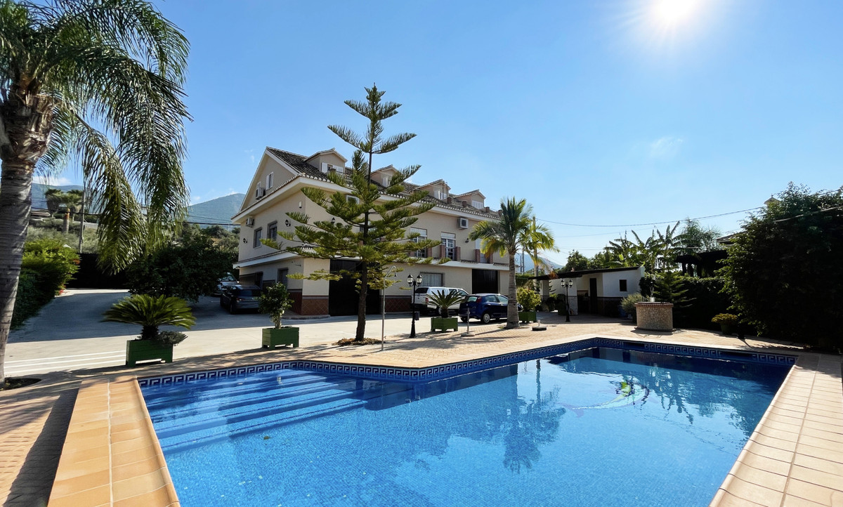 Large country property in Alhaurin el Grande in an unbeatable location just a few steps from one of ,Spain
