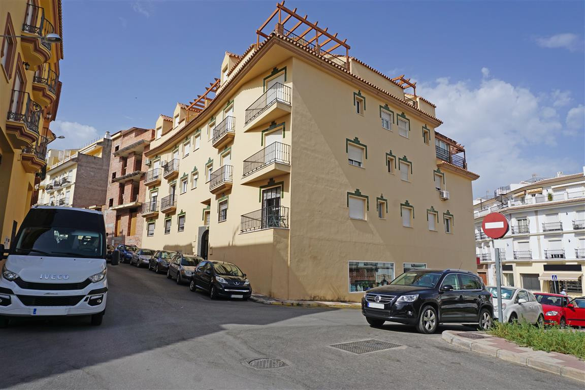 A very nice 3 bedroom, 2 bathroom apartment located on one of the main streets in Alhaurin el Grande,Spain