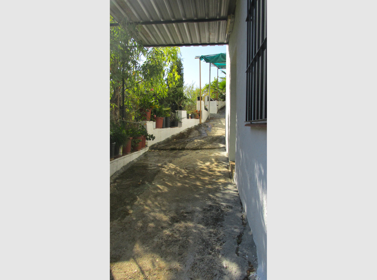 Country home in Alhaurin el Grande located in one of the best rural areas of town.  The property is ,Spain