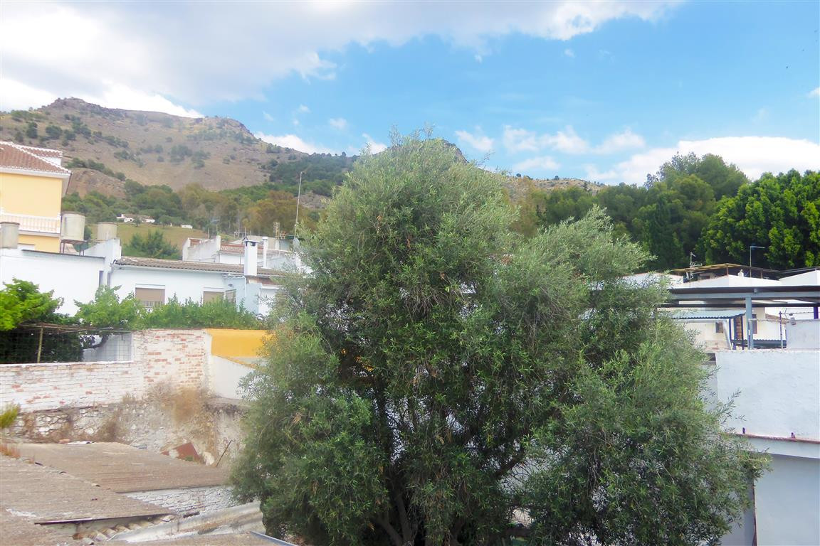 Great townhouse in one of the main streets of Pizarra. The house is built over two floors plus a ter,Spain