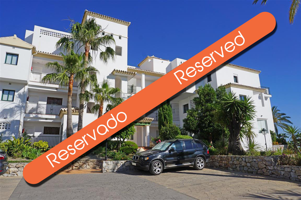 Lovely and bright 2 bedroom, 2 bathroom, first floor apartment in a charming gated golf complex. The,Spain