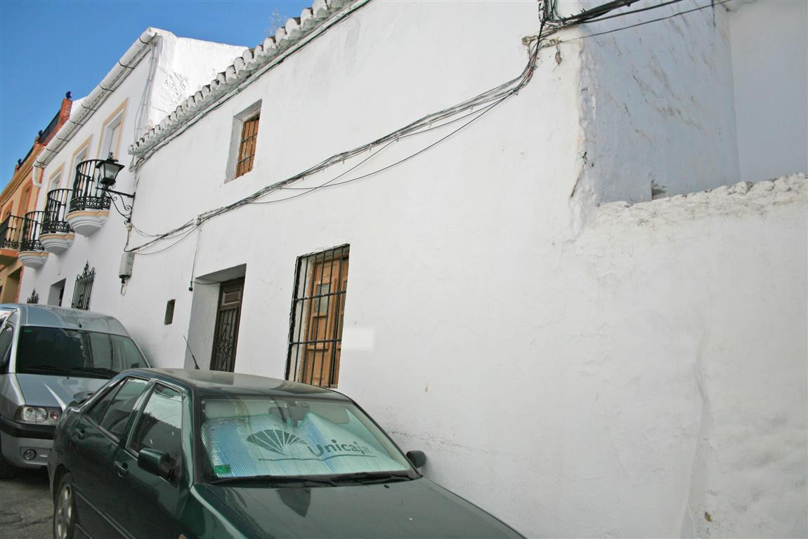 Townhouse in the centre of Alhaurin el Grande. A complete renovation is required but it is a very sp, Spain