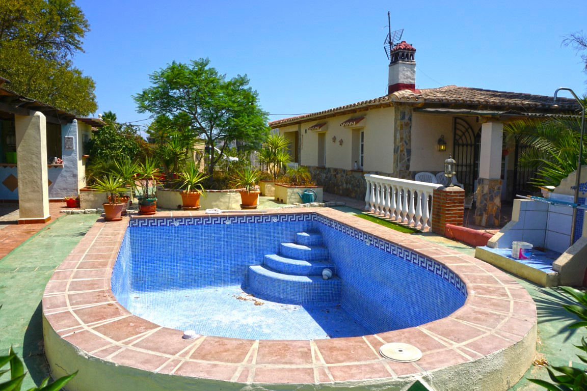 Lovely country property with pool set on a flat piece of land.  The property comprises of 2 double b,Spain