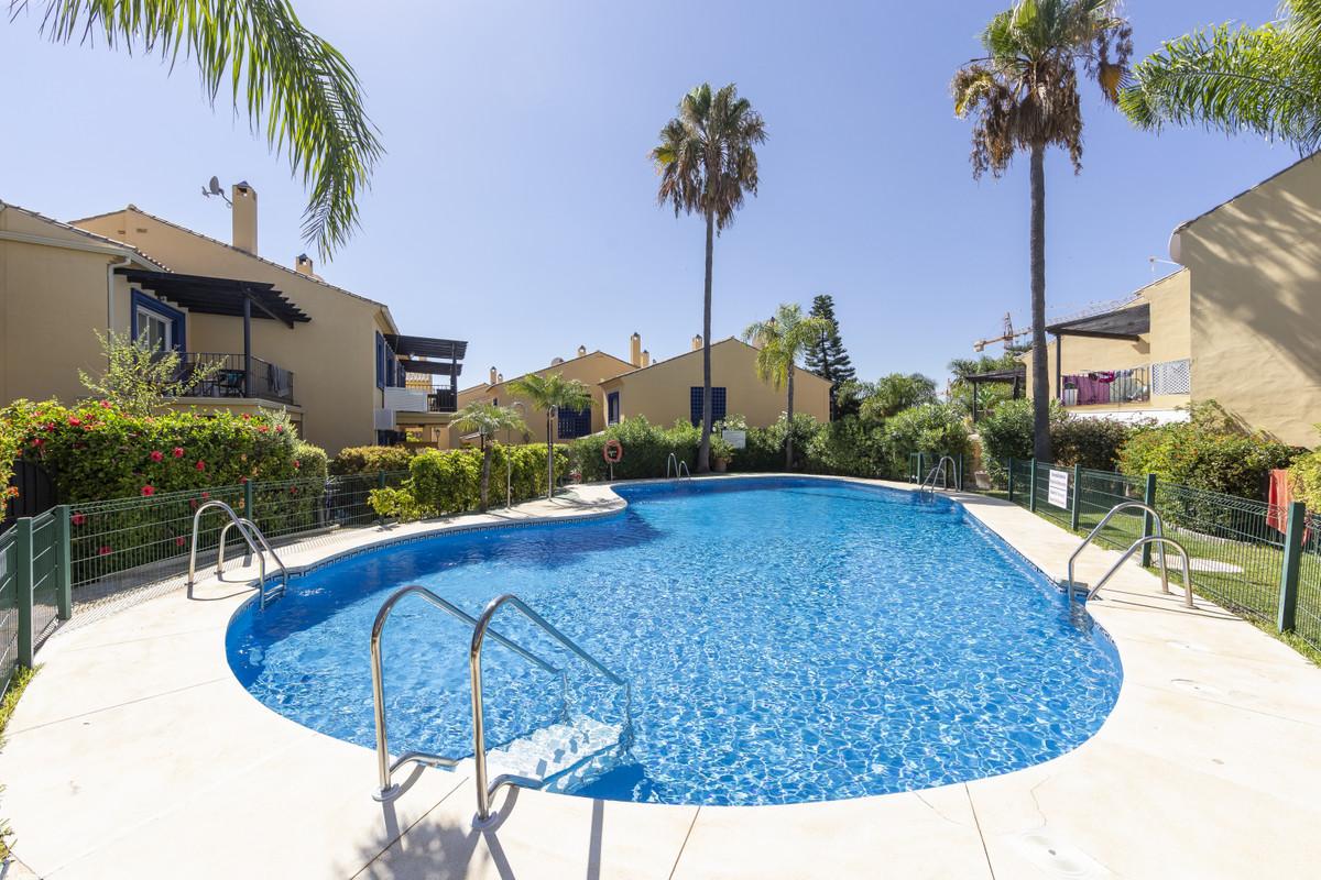Marbella Banus Adosada en Venta en Nueva Andalucía – R3687755
