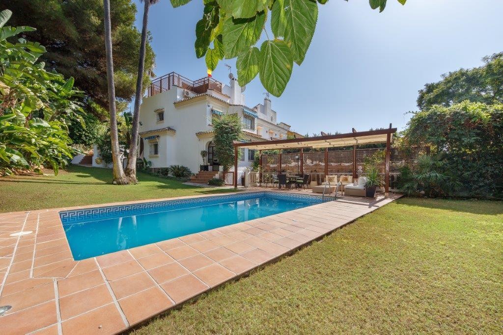 Detached villa with an ideal location 5 minutes walk from the beach and 10 minutes from the English , Spain