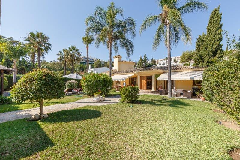 Fantastically located on a cul-de-sac residential street within comfortable walking distance to the ,Spain