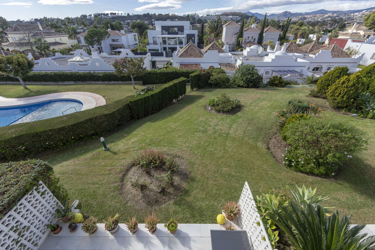 Beautiful recently renovated townhouse in Nueva Andalucia.  Spacious and cozy townhouse in the resid,Spain