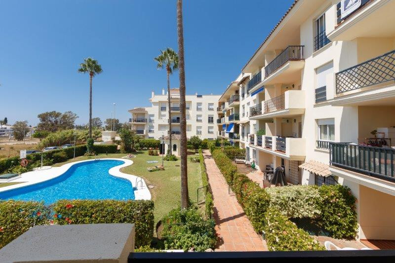 Apartment in perfect condition within a  short distance from Puerto Banus. Located in a private urba, Spain