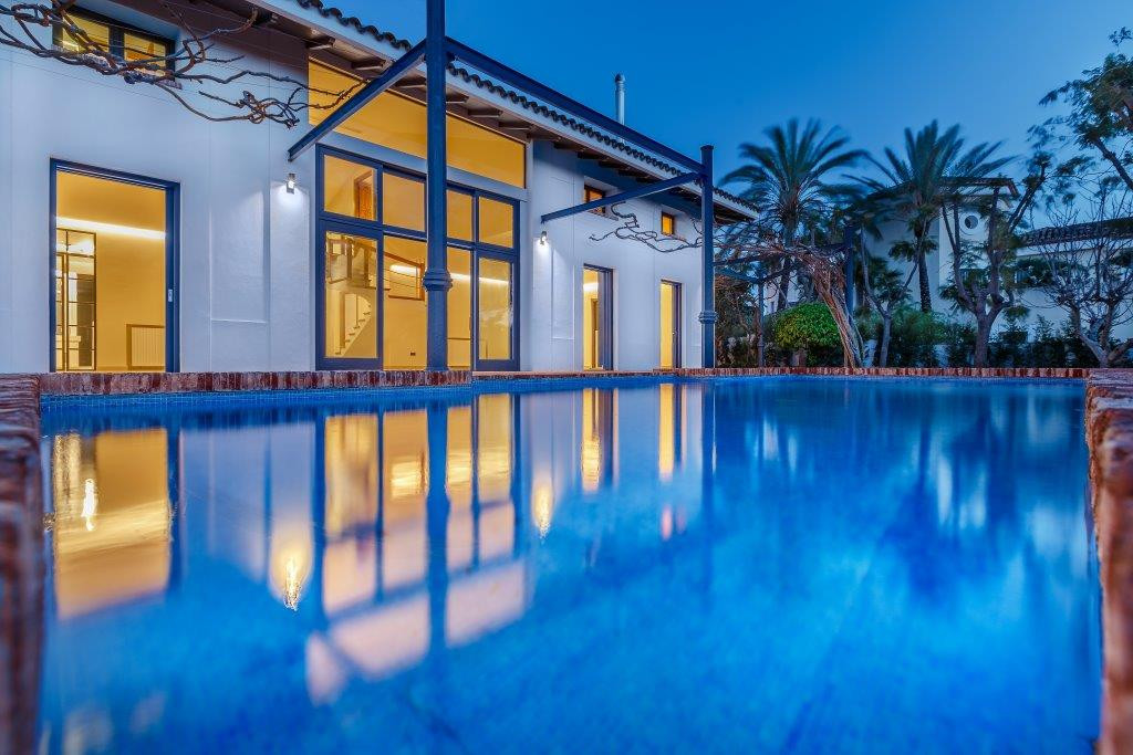 Fantastic contemporary luxurious villa. Completely renovated in 2017 this beautiful residential dwel, Spain