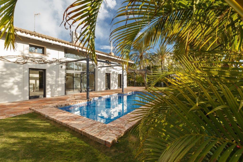 6 Bedroom Detached Villa For Sale Guadalmina Baja