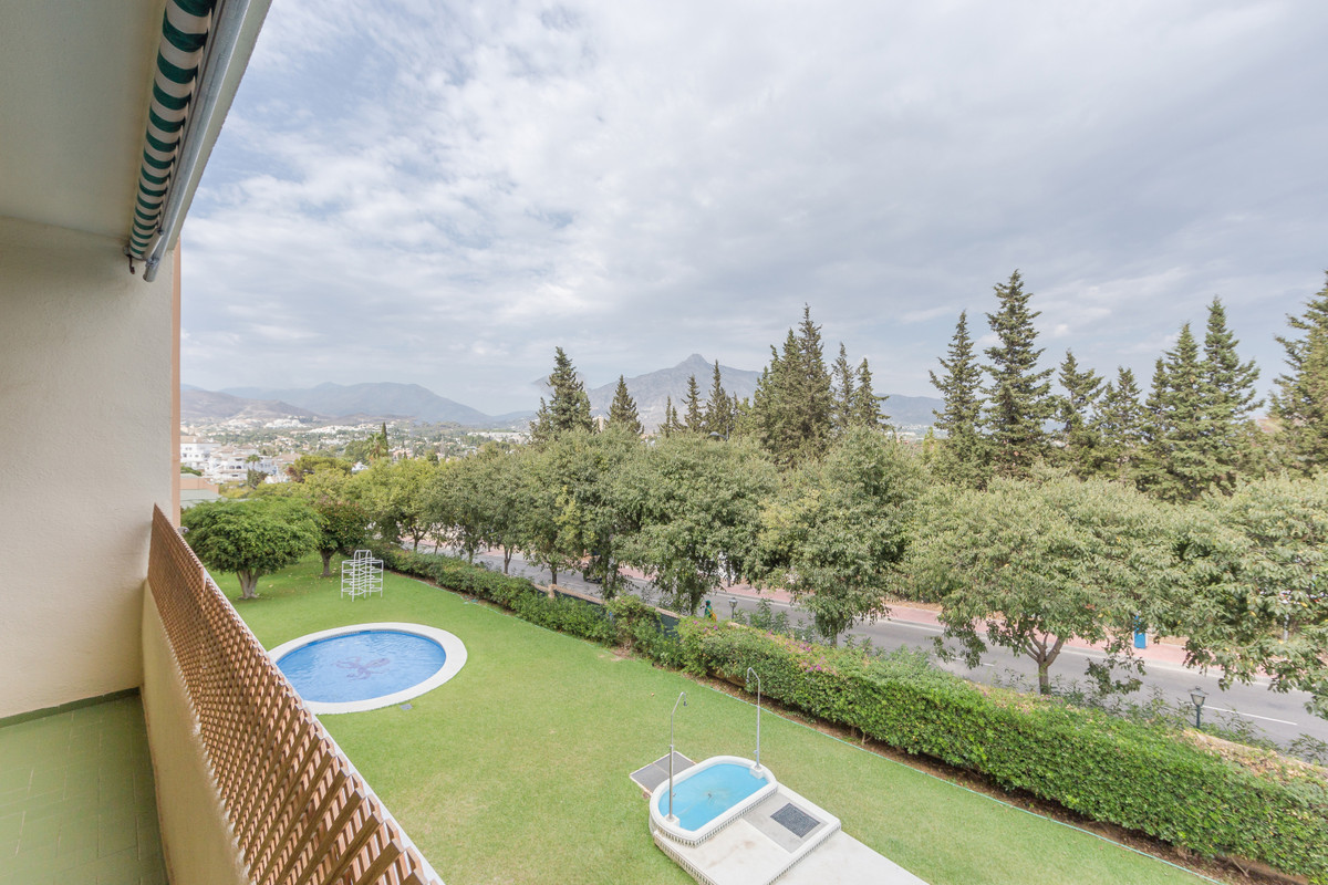 Marbella Banus Apartamento Planta Media en Venta en Nueva Andalucía – R3507145