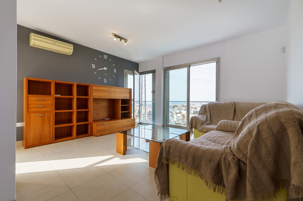 Fantastic opportunity to acquire this modern penthouse with spectacular views of the city and the se,Spain
