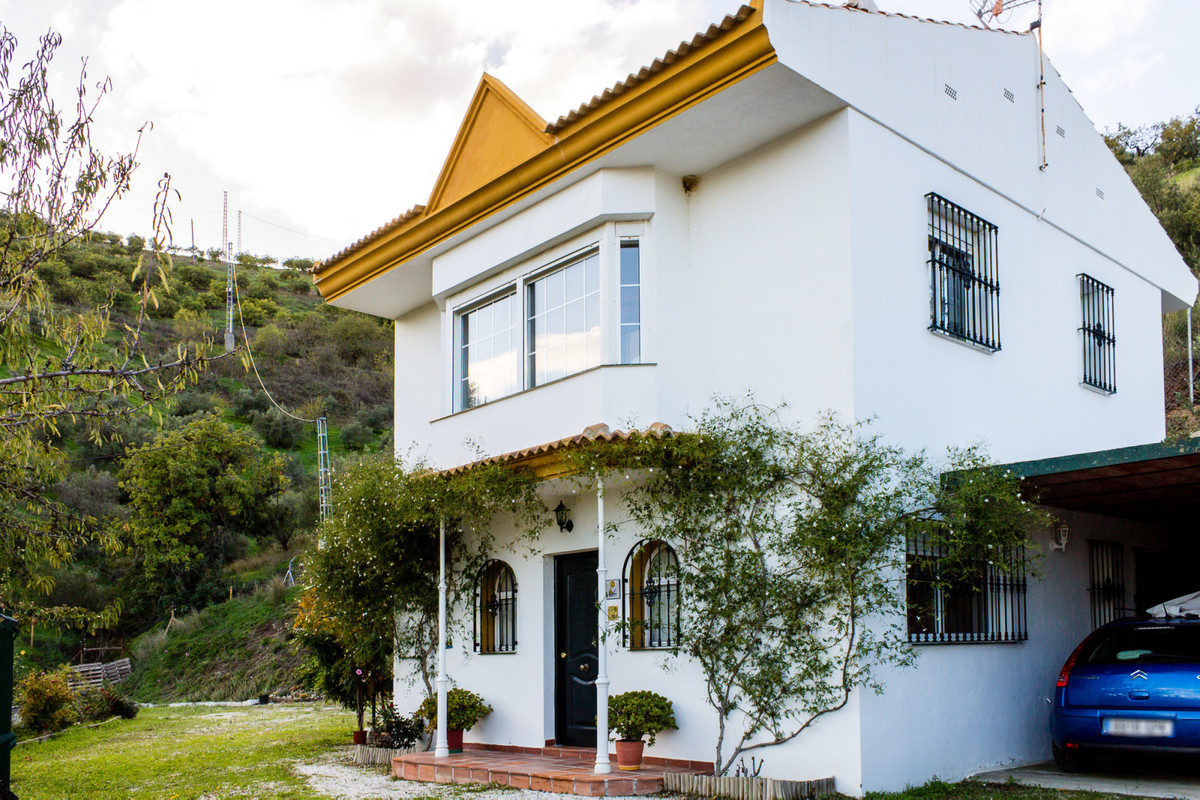 You can not miss the opportunity to visit or acquire this little gem just 6km from the beach in a na,Spain