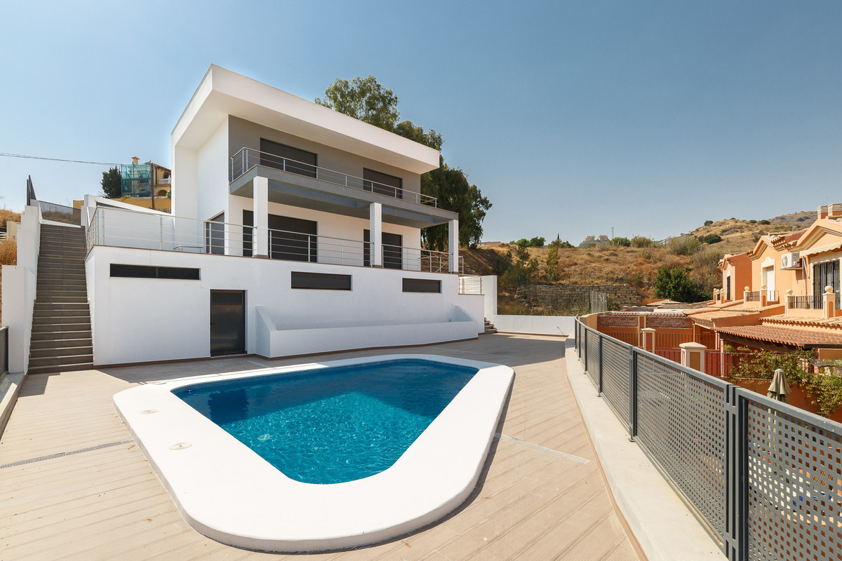 Beautiful house completely new , with modern design, is located in a privileged area, because it is , Spain