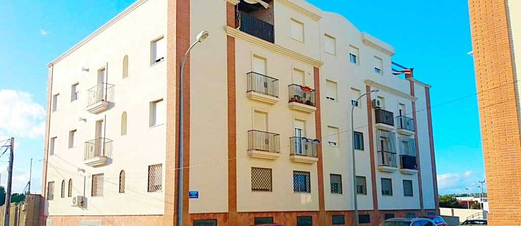 This bright and spacious three bedroom, second floor apartment.  The apartment is located within clo,Spain