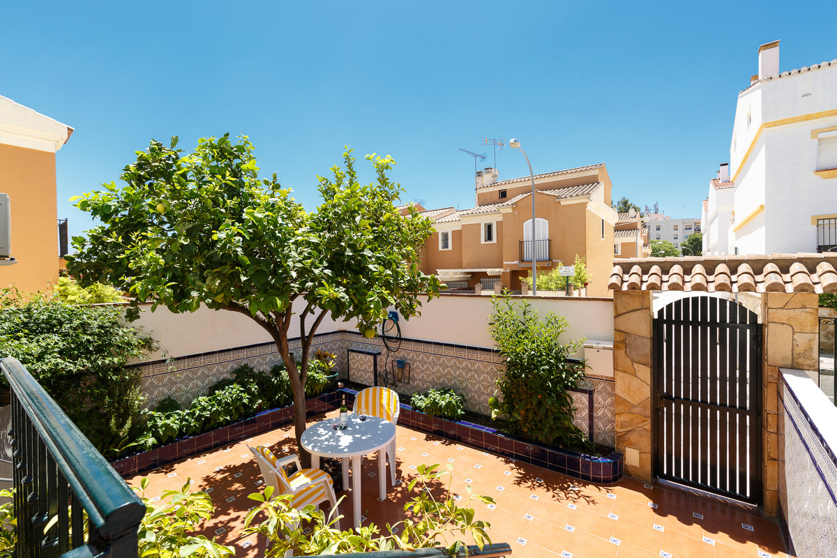We are looking for a family whom would liketo live in a quiet friendly neighborhood, with all the ne,Spain