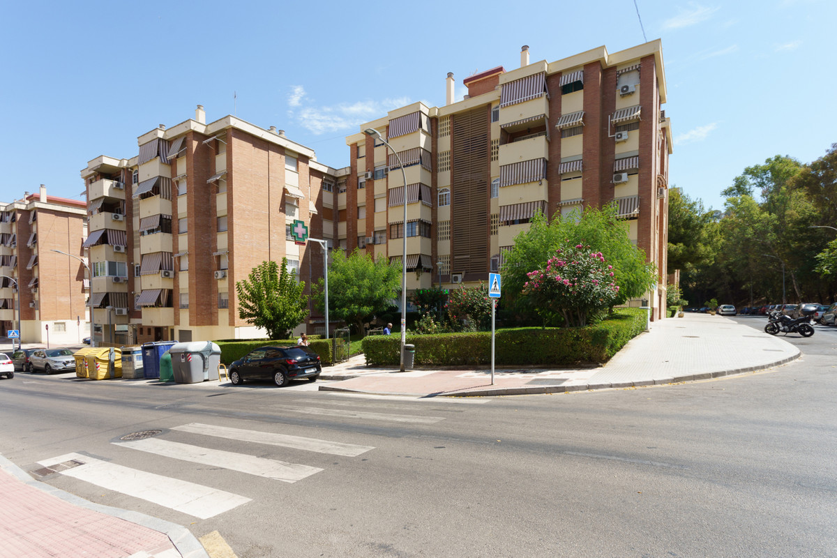 Fantastic opportunity to acquire this home in one of the best area of ??Ciudad Jardin. The house is ,Spain