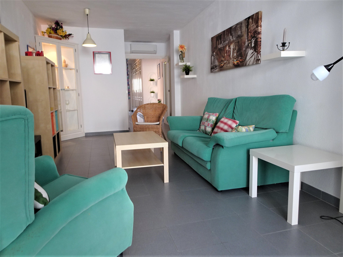"""***We do not charge the buyer!!!  New Listing! In a very """"HOT"""" Zone.   Apartment with 3 be,Spain"""
