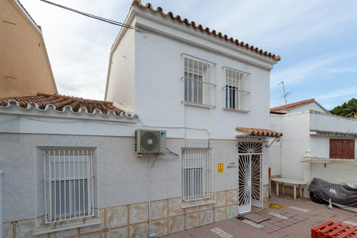 Villa  Semi Detached 													for sale  																			 in Málaga