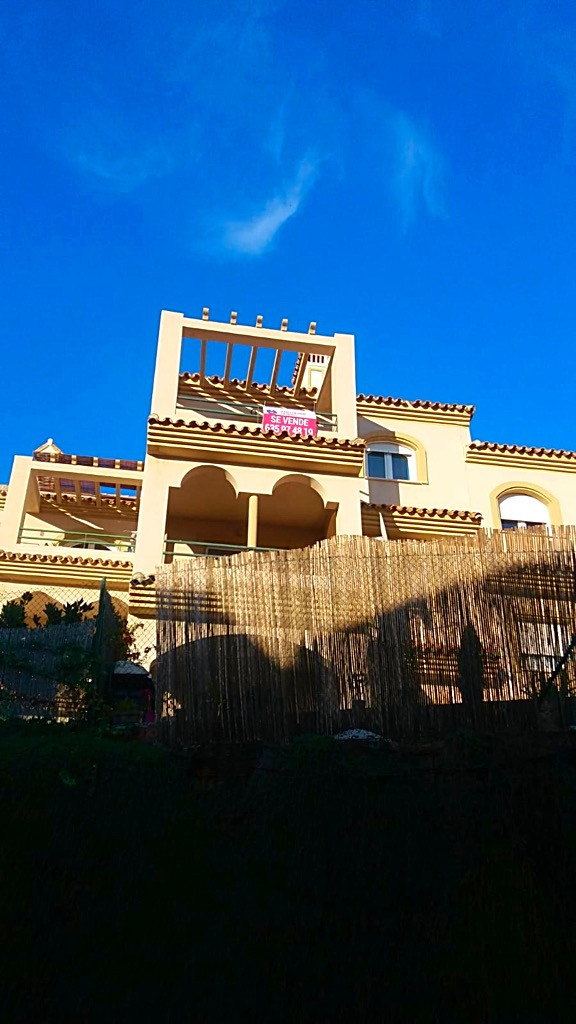 The apartment is conveniently located in the prestigious location of Santa Margarita within a secure, Spain