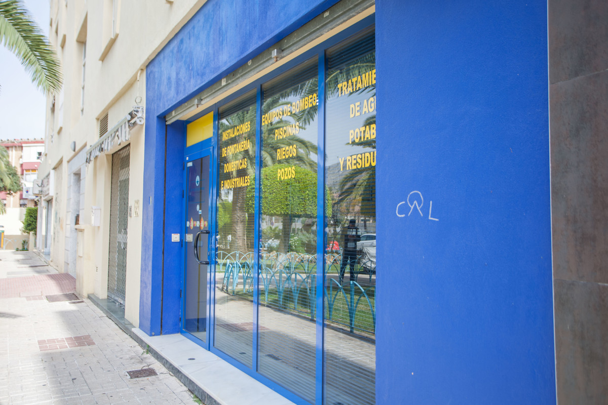 Are you looking for a new place to set up your business? It is sold local street foot conditioning c, Spain