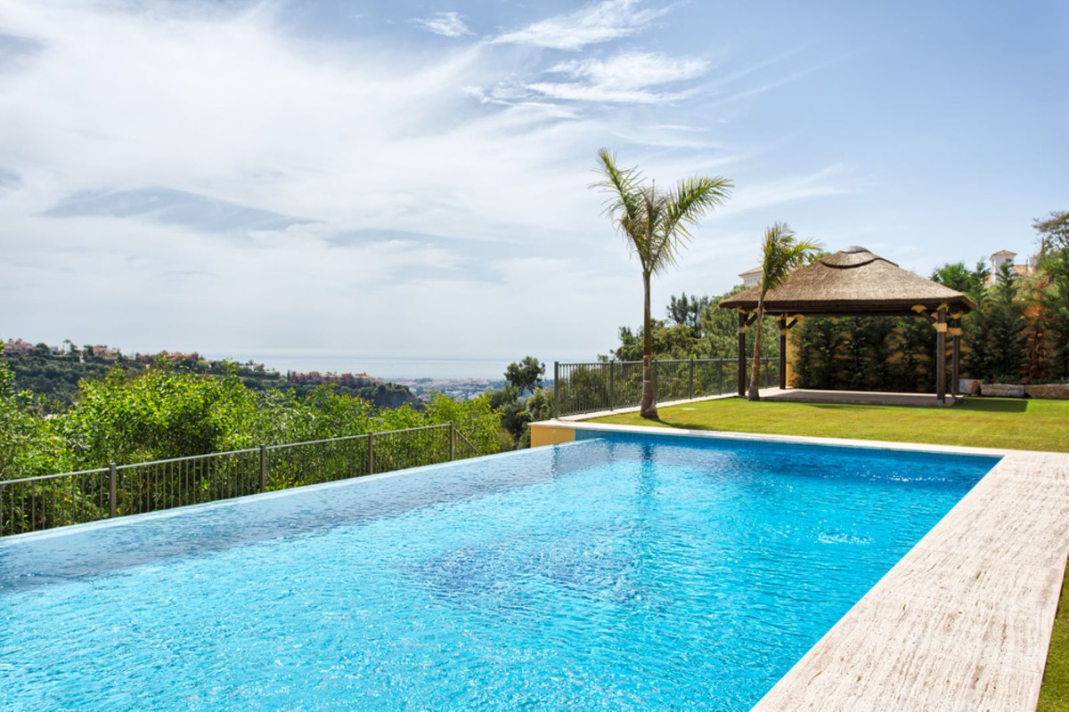 New 5 bedrooms villa with stunning sea views located in the exclusive area of Los Arqueros, in Benah,Spain