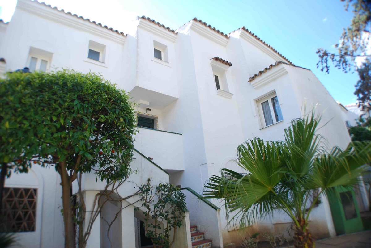 DUPLEX APARTMENT FOR SALE LAS CHAPAS MARBELLA.   Great apartment duplex for sale in 1st  line Beach,, Spain