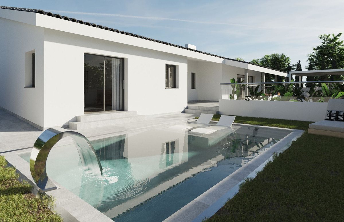 Villa located in Rio Real Urbanization, within walking distance to the beach and golf course. It has, Spain
