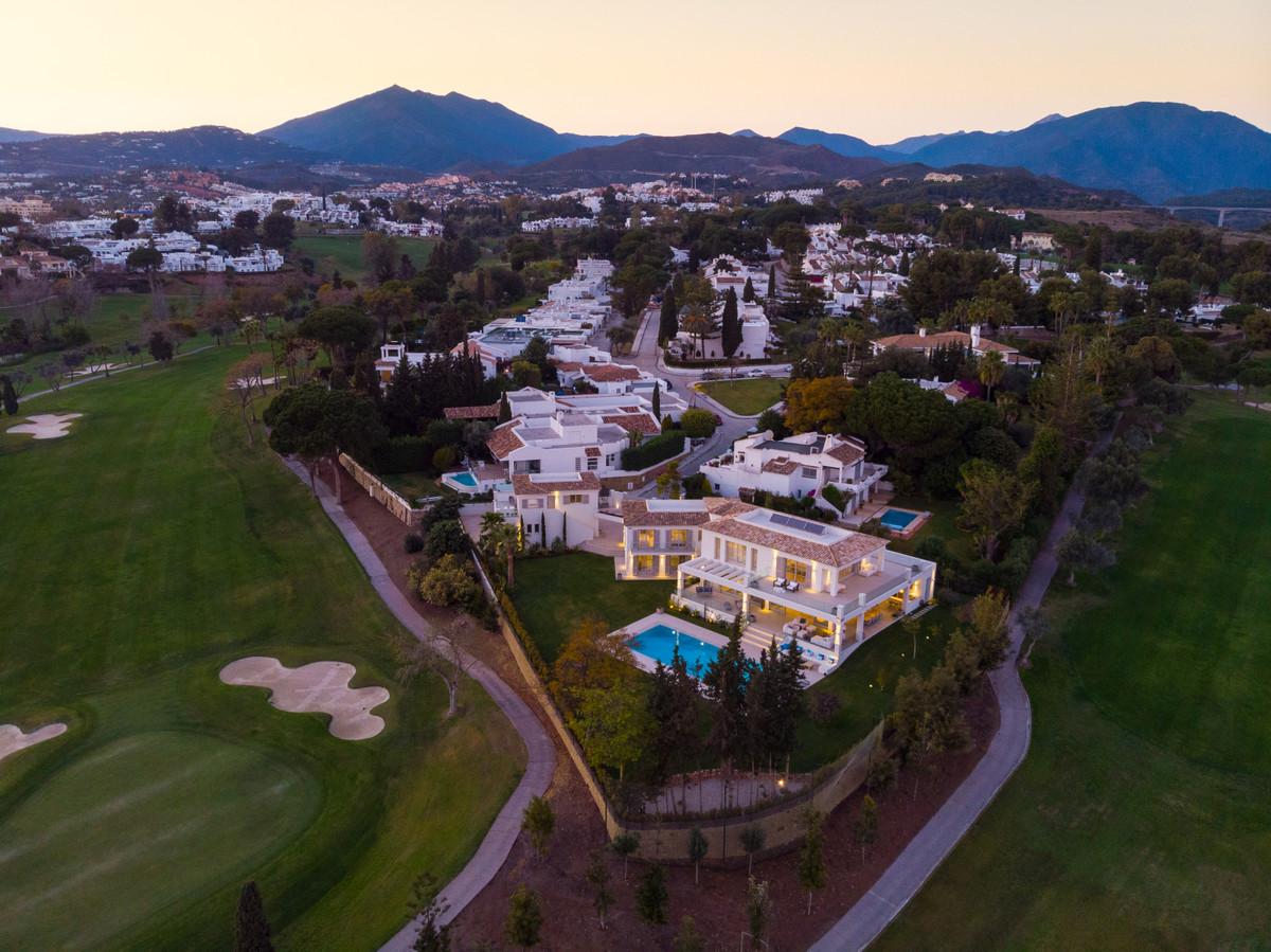 Villa 6 Dormitorios en Venta Nueva Andalucía