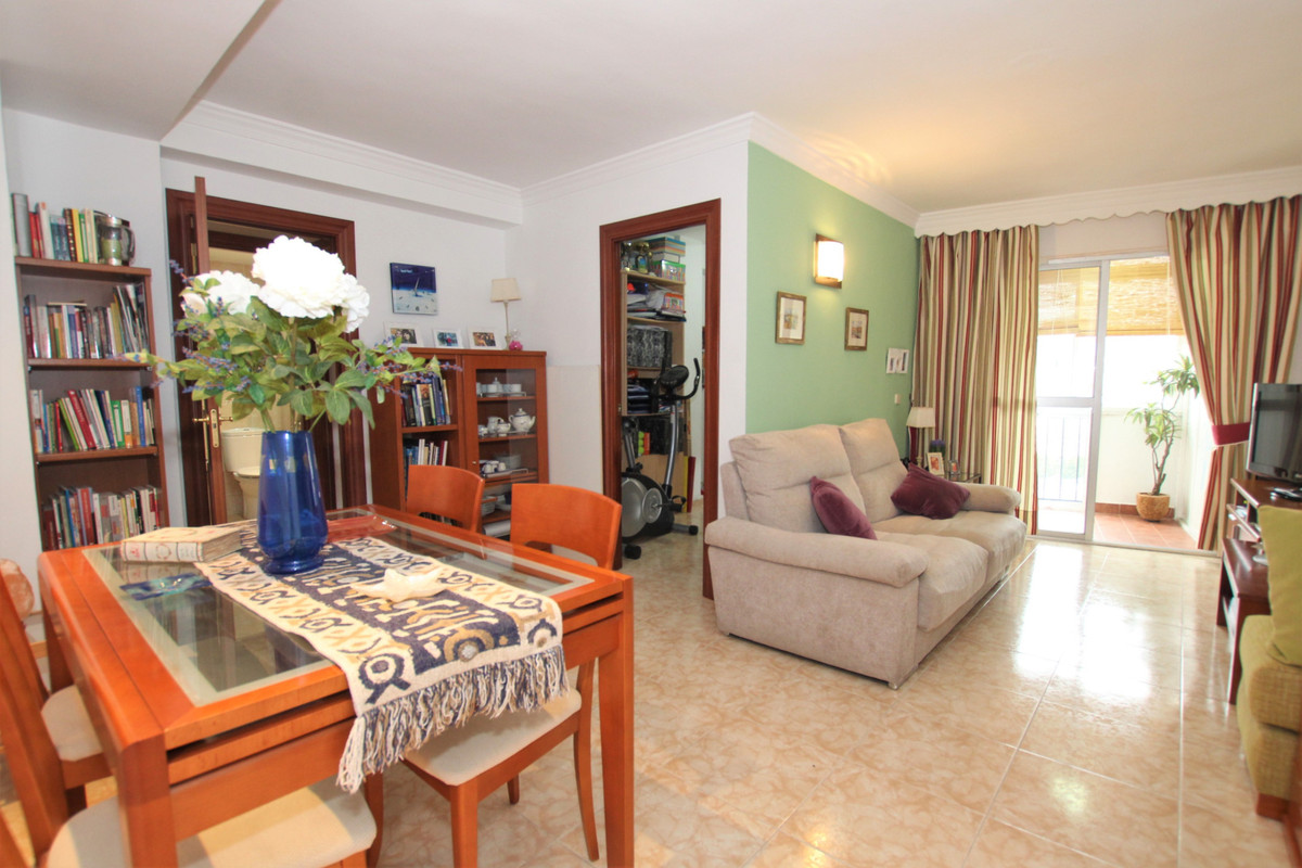 FLAT FOR SALE ALAMEDA CAPUCHINOS 3 BEDROOMS Apartment located in Alameda Capuchinos, consists of 3 l,Spain