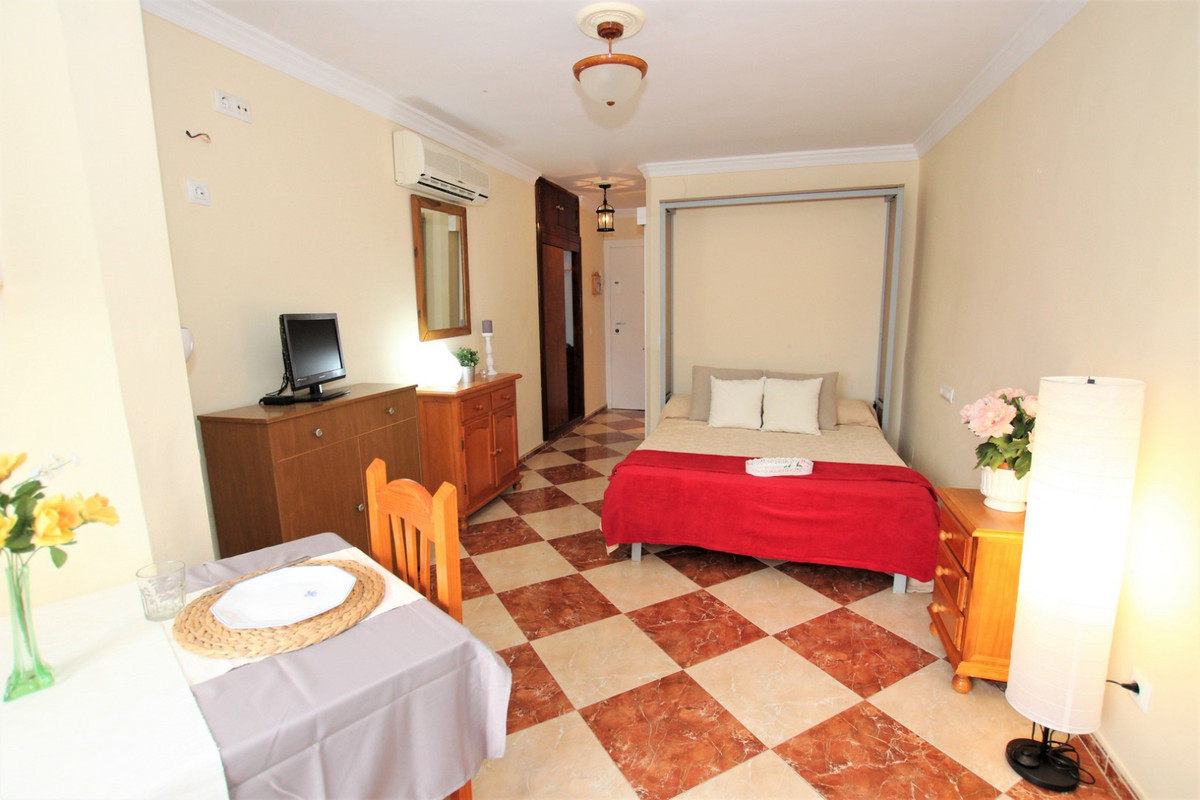 STUDIO 2nd BEACH LINE !! Studio located 100 mtrs from the beach, completely renovated, smooth walls,,Spain