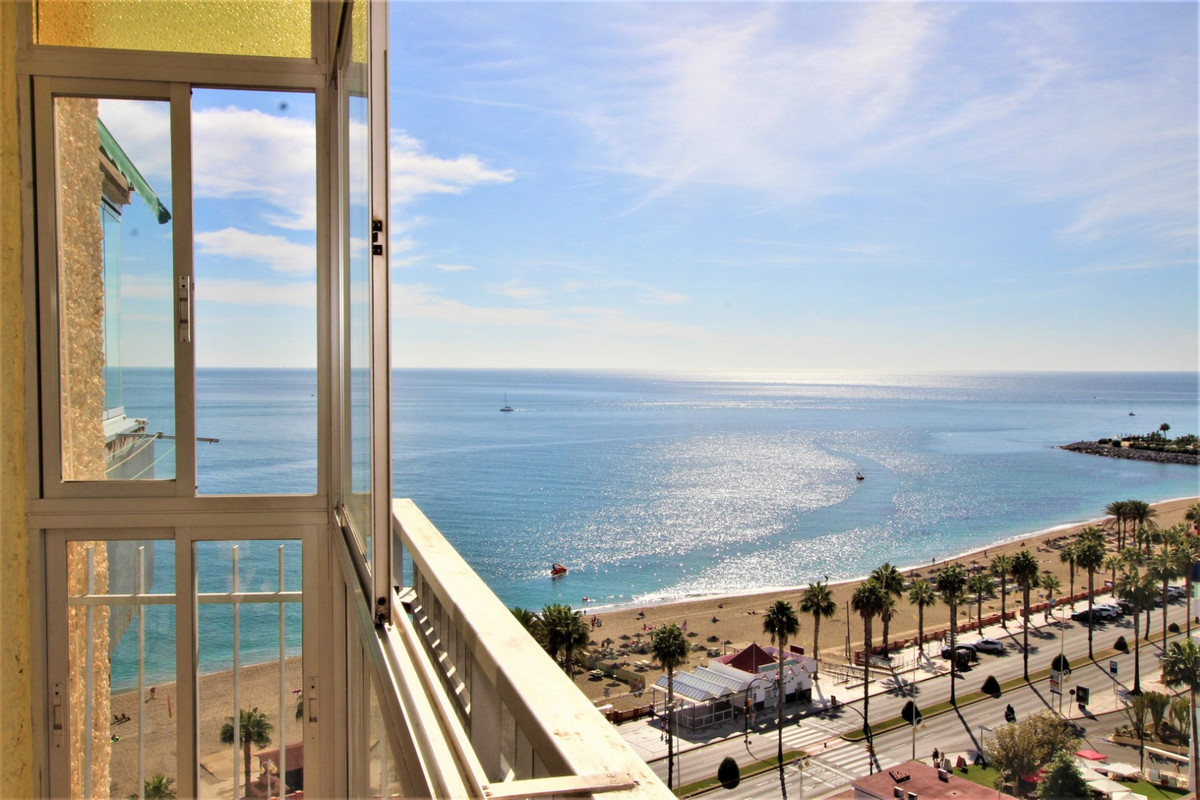 50 METERS FROM THE BEACH !! Magnificent apartment Benalmadena Costa, located on the beachfront, reno,Spain