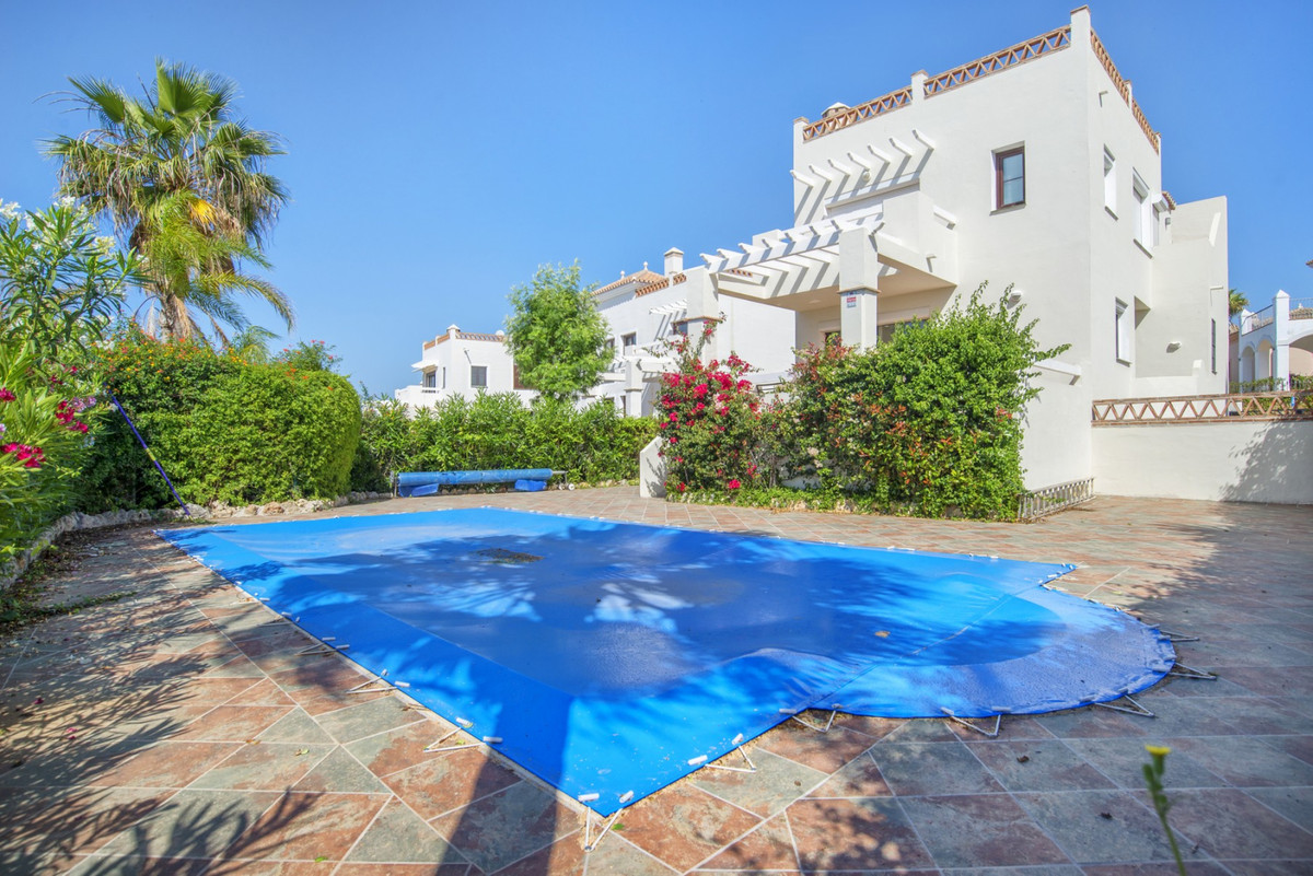 This spacious and bright 4 bedroom villa is located just a 5 minute walk to the clubhouse and restau,Spain
