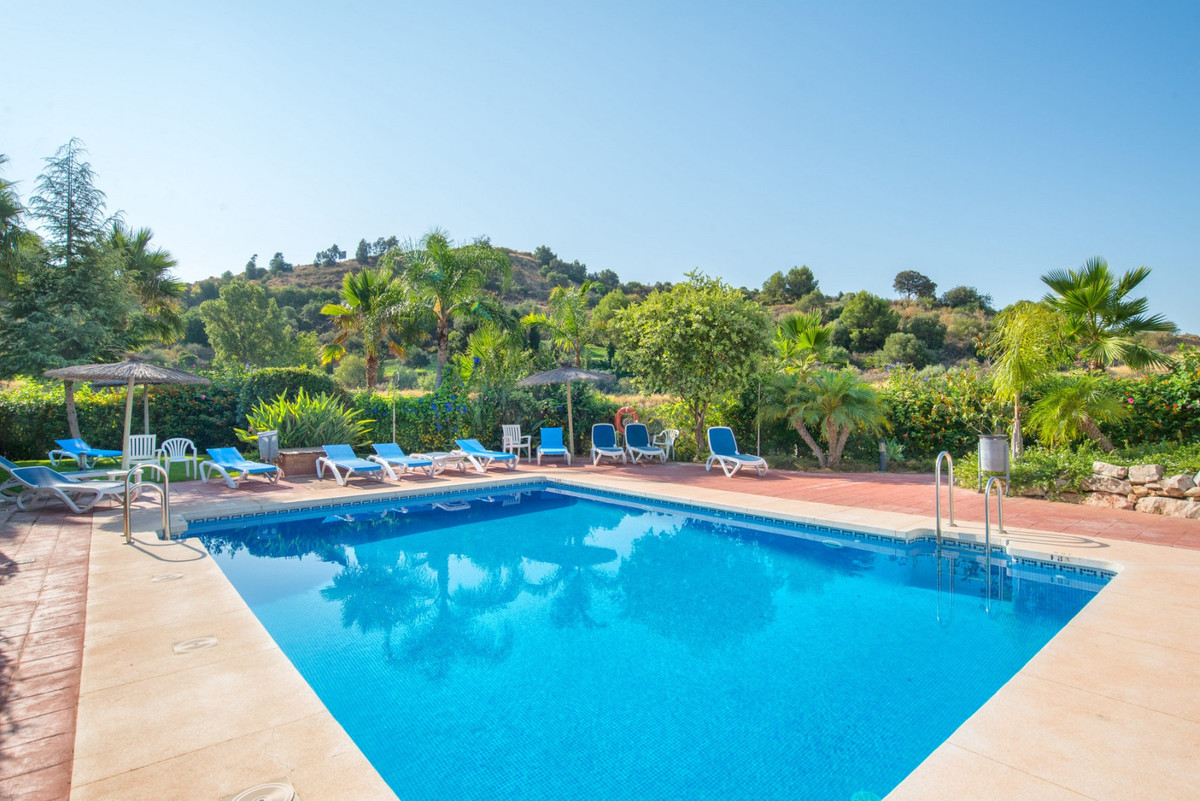 SALE AGREED ---- This spacious townhouse is located on the outskirts of Alhaurin el Grande in the LaSpain