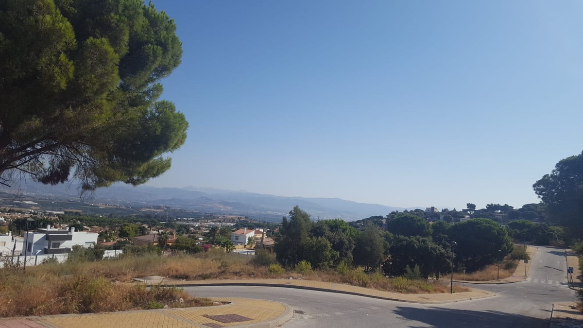 This residential 1,400 m2 fully fenced plot is situated at the top of Pinos de Alhaurin. It has stun,Spain