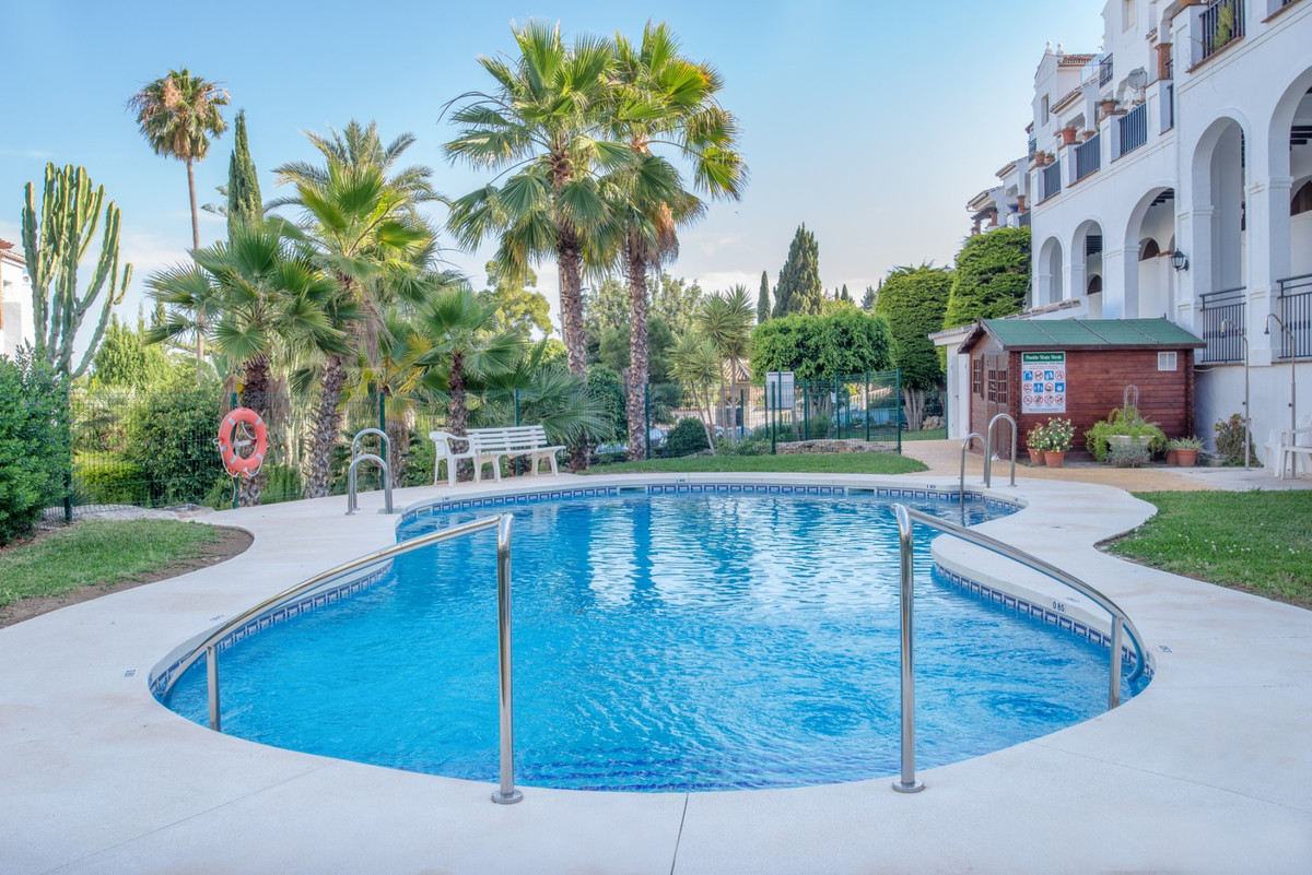 This spacious 3 bedroom ground floor apartment is in need of a renovation (bathrooms and kitchen), w,Spain